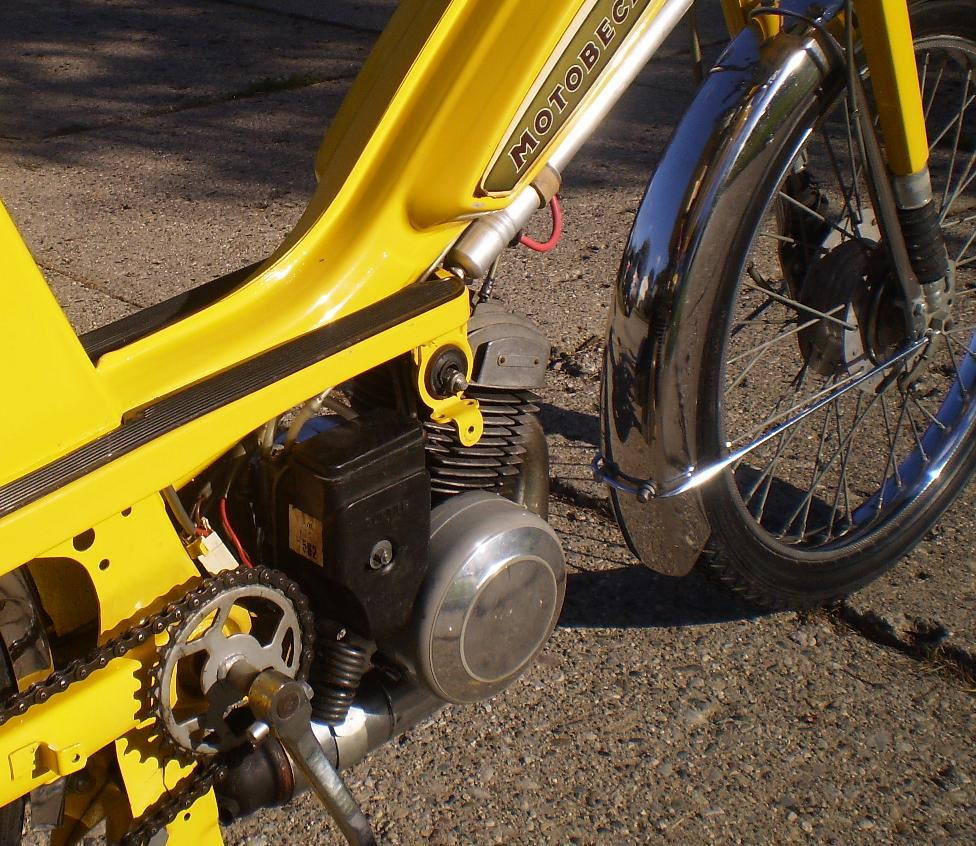 Motobecane 40TS has side mount Gurtner with top pull choke cable