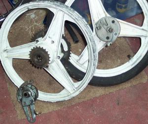 Manet 90x20 V-spring Bernardi Mozzi Motors wheels on Puch Korado